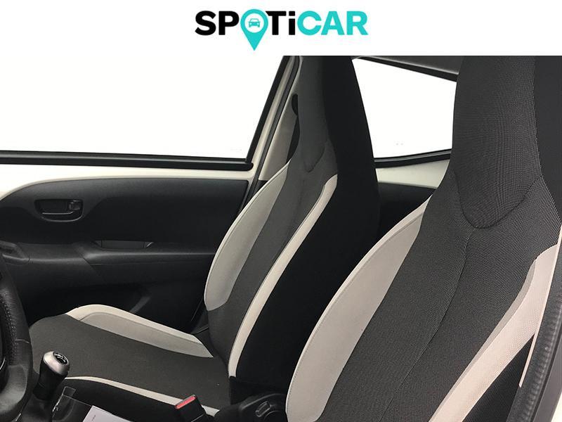 Toyota Aygo 1.0 VVT-i 69ch Stop&Start x-play 5p Blanc occasion à Lescar - photo n°8
