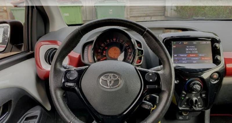 Toyota Aygo 1.0 VVT-i 69ch x-glam 5p Blanc occasion à Laxou - photo n°6