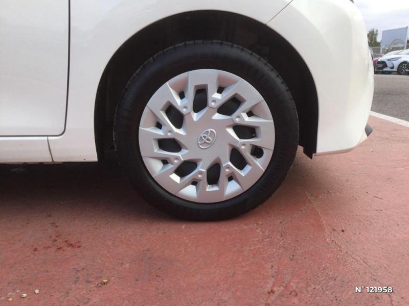 Toyota Aygo 1.0 VVT-i 72ch x-play 3p Blanc occasion à Beauvais - photo n°9