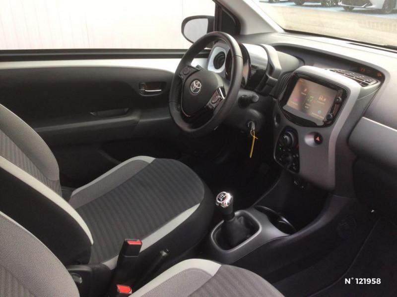Toyota Aygo 1.0 VVT-i 72ch x-play 3p Blanc occasion à Beauvais - photo n°4