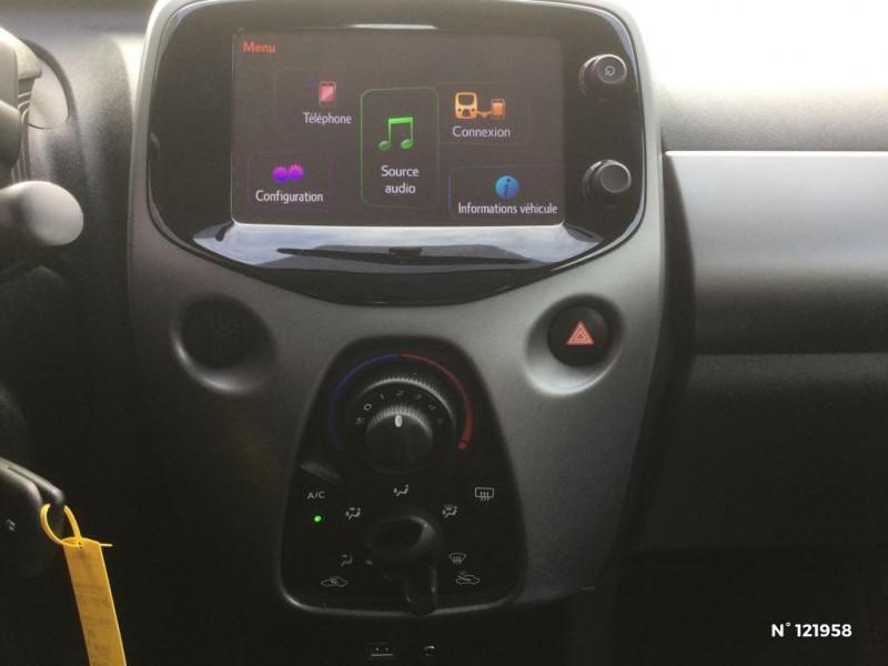 Toyota Aygo 1.0 VVT-i 72ch x-play 3p Blanc occasion à Beauvais - photo n°11