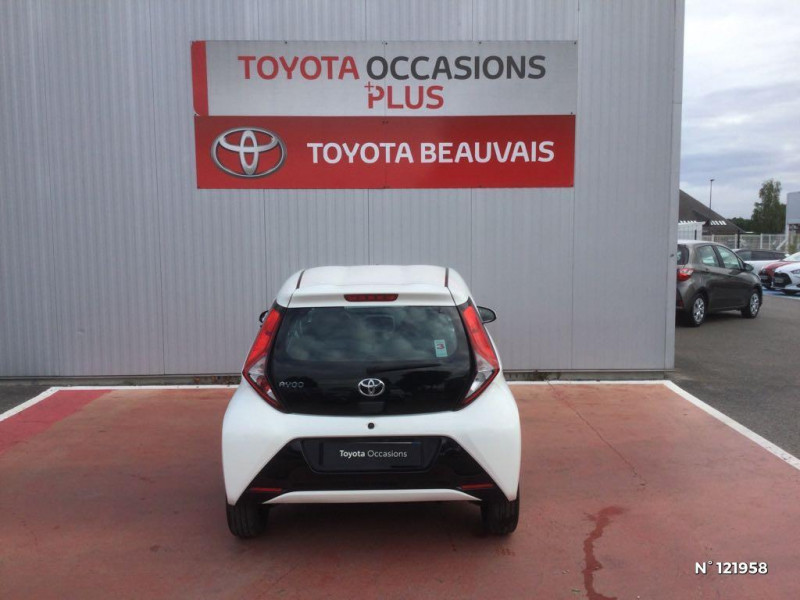 Toyota Aygo 1.0 VVT-i 72ch x-play 3p Blanc occasion à Beauvais - photo n°3