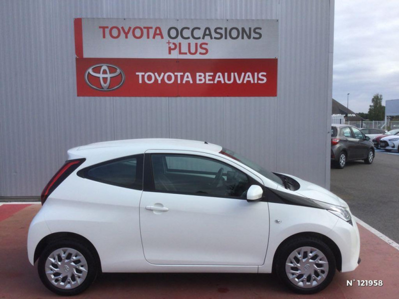 Toyota Aygo 1.0 VVT-i 72ch x-play 3p Blanc occasion à Beauvais - photo n°7