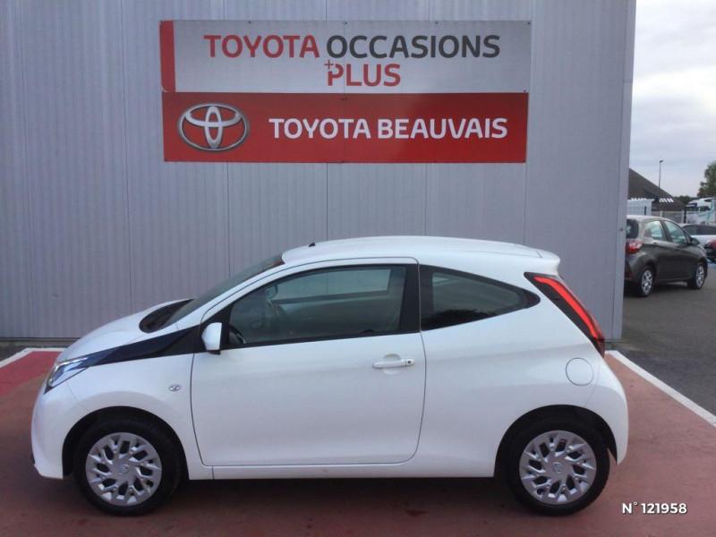 Toyota Aygo 1.0 VVT-i 72ch x-play 3p Blanc occasion à Beauvais - photo n°8
