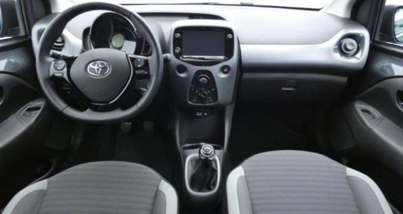 Toyota Aygo 1.0 VVT-i 72ch x-play 5p Gris occasion à Le Chateau D'Olonne - photo n°4