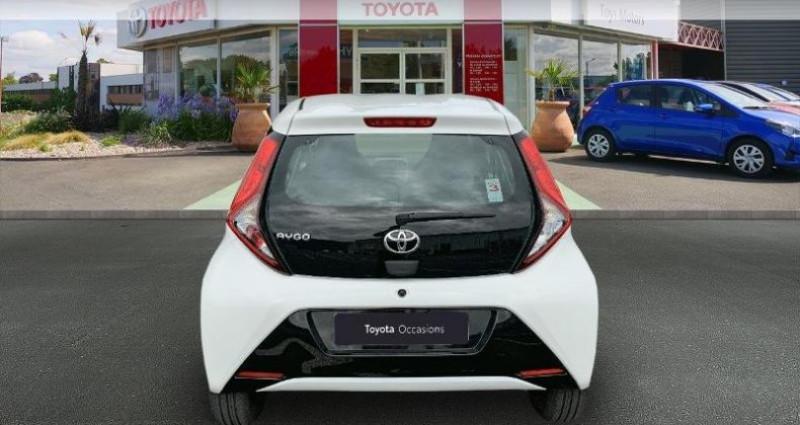 Toyota Aygo 1.0 VVT-i 72ch x-play 5p Blanc occasion à Royan - photo n°4