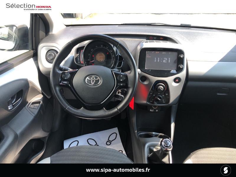 Toyota Aygo 1.0 VVT-i 72ch x-play 5p Gris occasion à Le Bouscat - photo n°2