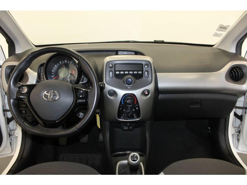 Toyota Aygo 1.0 VVT-i x-play Blanc occasion à Lons - photo n°6