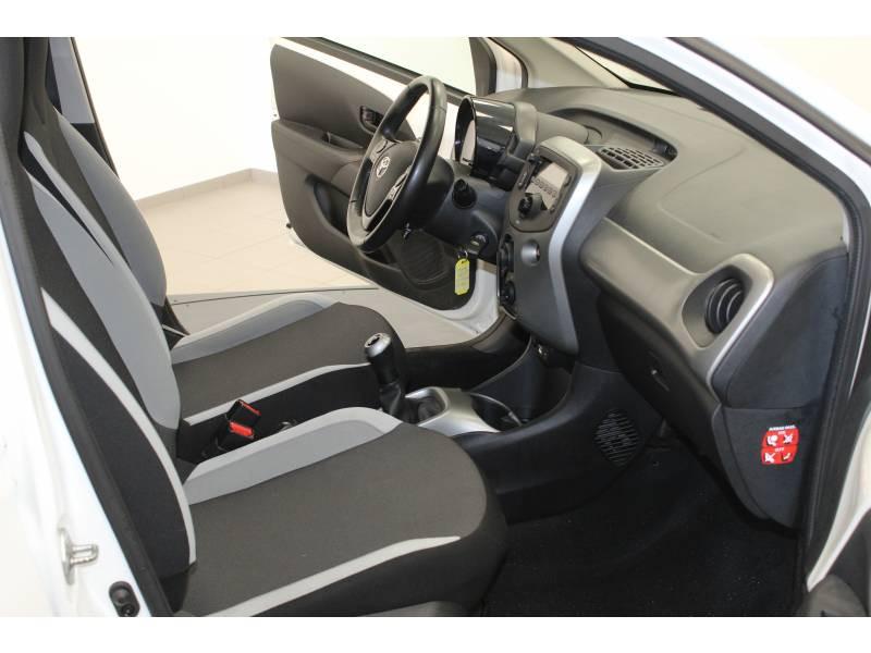 Toyota Aygo 1.0 VVT-i x-play Blanc occasion à Lons - photo n°2