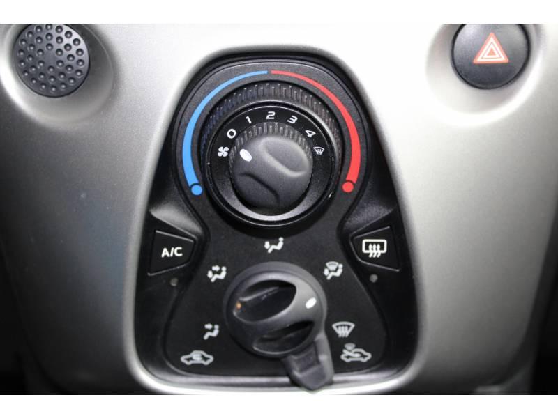 Toyota Aygo 1.0 VVT-i x-play Blanc occasion à Montauban - photo n°8