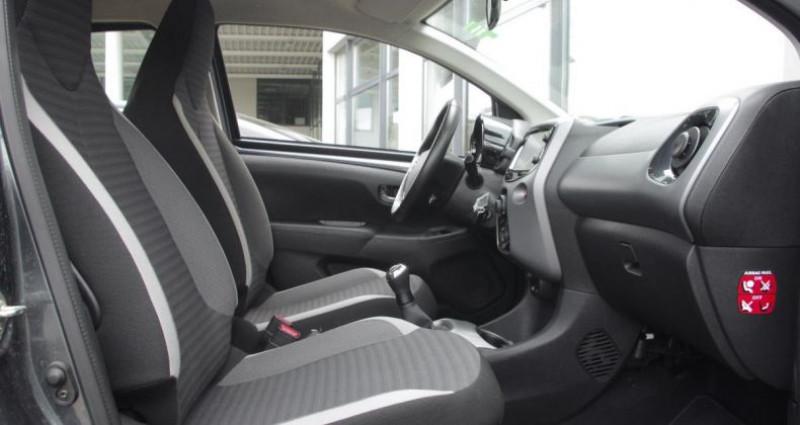 Toyota Aygo II (2) 1.0 VVT-I X-PLAY Gris occasion à Chambourcy - photo n°3