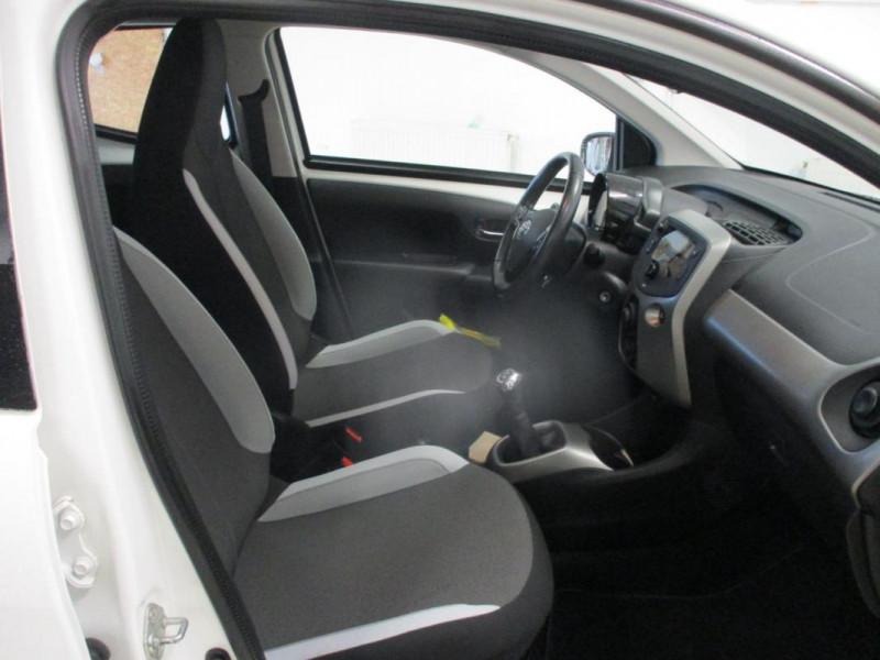 Toyota Aygo II 1.0 VVT-i x-play Blanc occasion à CHERBOURG-EN-COTENTIN - photo n°8