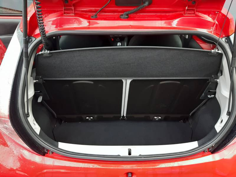 Toyota Aygo MC18 1.0 VVT-i x-play Rouge occasion à Tulle - photo n°15