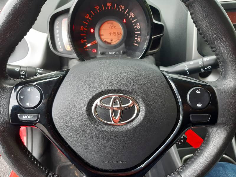 Toyota Aygo MC18 1.0 VVT-i x-play Rouge occasion à Tulle - photo n°11