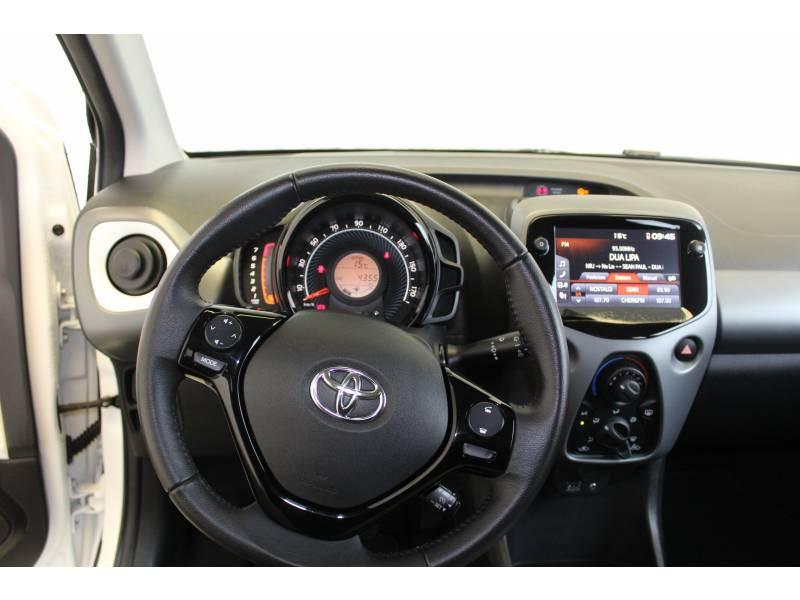 Toyota Aygo MC18 1.0 VVT-i x-play Blanc occasion à Montauban - photo n°17