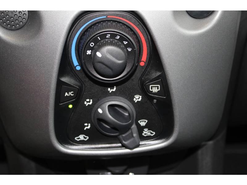 Toyota Aygo MC18 1.0 VVT-i x-play Blanc occasion à Montauban - photo n°16