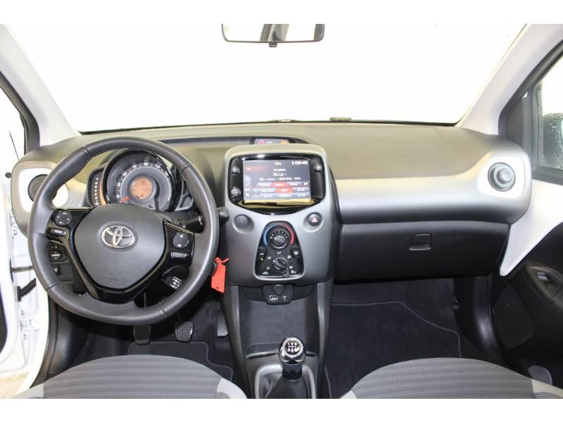Toyota Aygo MC18 1.0 VVT-i x-play Blanc occasion à Montauban - photo n°18