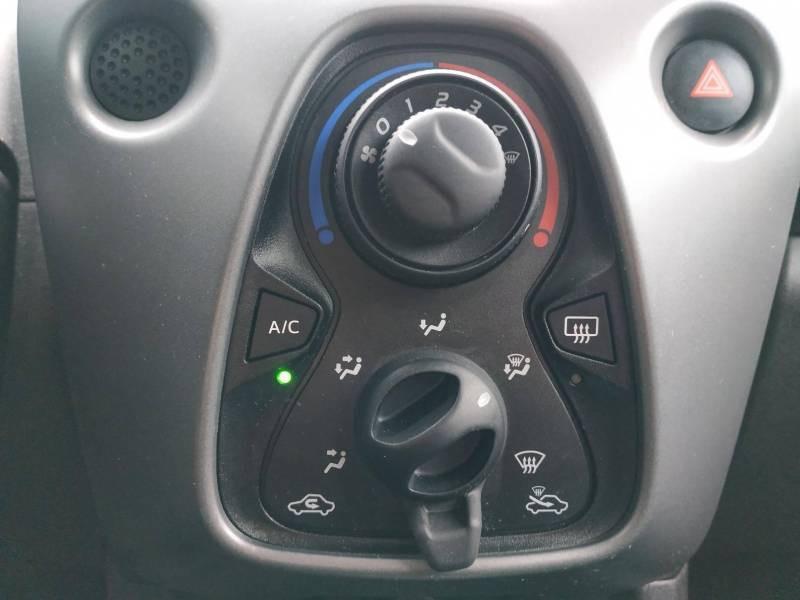 Toyota Aygo PRO MC18 1.0 VVT-i x-play Blanc occasion à VANNES - photo n°11