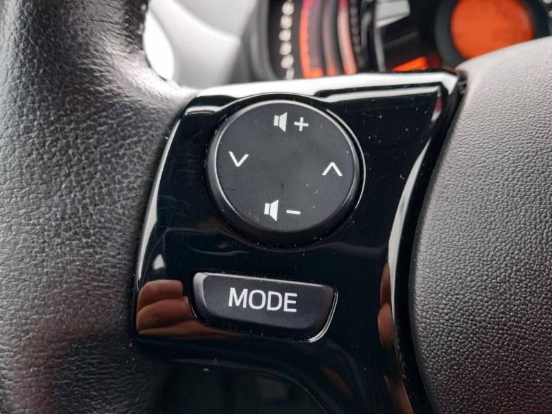 Toyota Aygo PRO MC18 1.0 VVT-i x-play Blanc occasion à VANNES - photo n°13