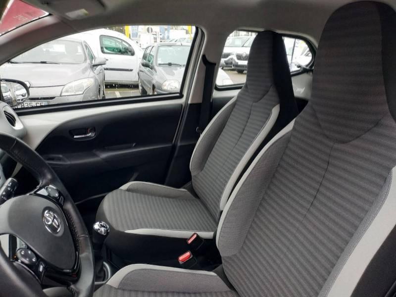 Toyota Aygo PRO MC18 1.0 VVT-i x-play Blanc occasion à VANNES - photo n°8
