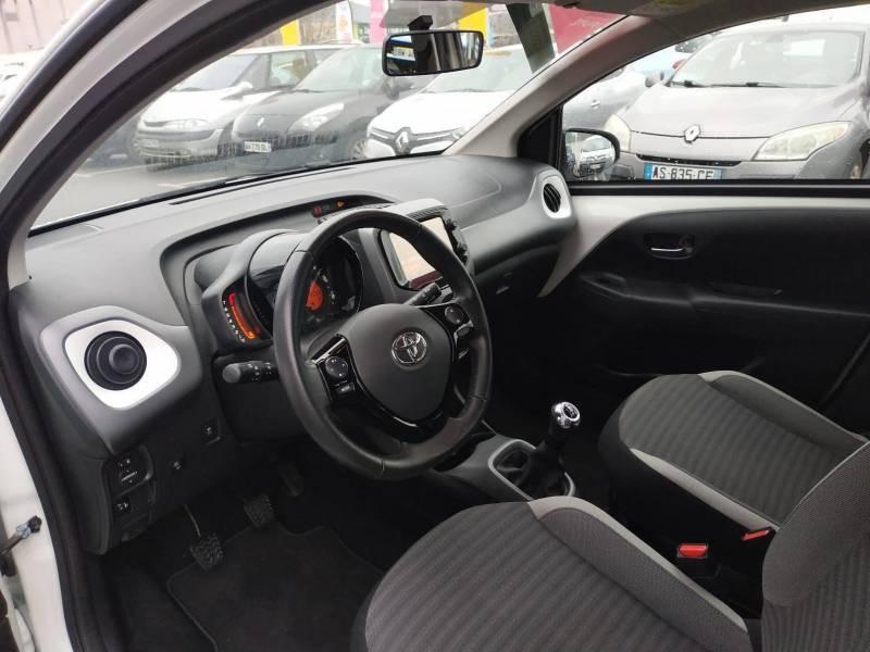 Toyota Aygo PRO MC18 1.0 VVT-i x-play Blanc occasion à VANNES - photo n°9