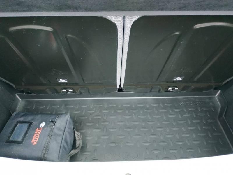 Toyota Aygo PRO MC18 1.0 VVT-i x-play Blanc occasion à VANNES - photo n°6