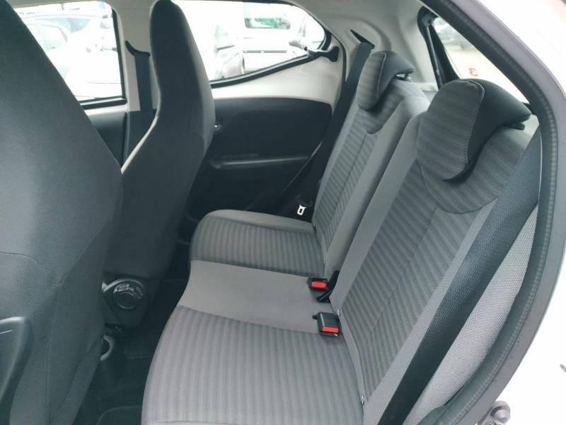 Toyota Aygo PRO MC18 1.0 VVT-i x-play Blanc occasion à VANNES - photo n°5