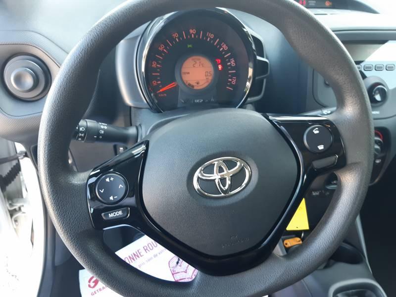Toyota Aygo PRO MC18 1.0 VVT-i x Blanc occasion à Brive-la-Gaillarde - photo n°9