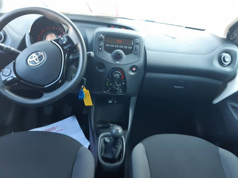 Toyota Aygo PRO MC18 1.0 VVT-i x Blanc occasion à Brive-la-Gaillarde - photo n°6