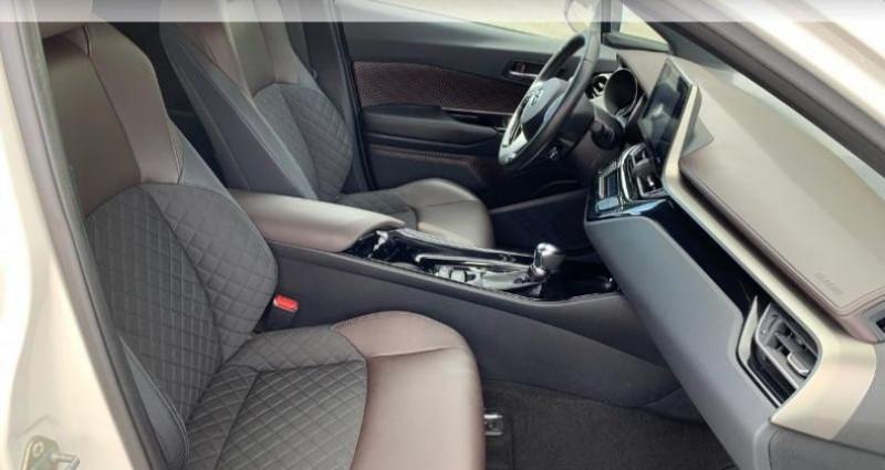 Toyota C-HR 122h Distinctive 2WD E-CVT RC18 Blanc occasion à Royan - photo n°6