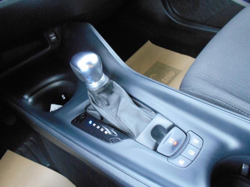 Toyota C-HR 122h Dynamic Blanc occasion à Bessières - photo n°3