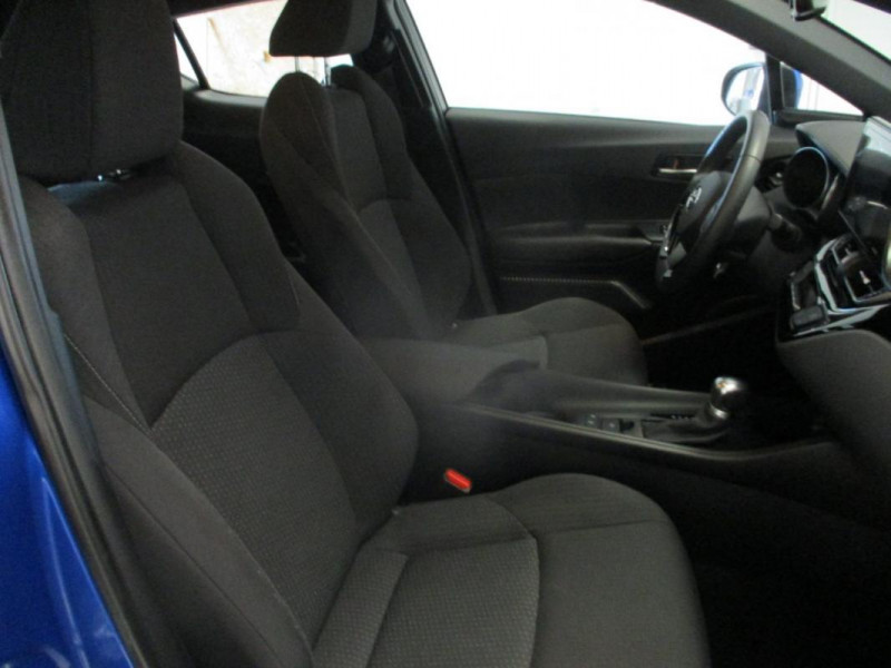Toyota C-HR HYBRIDE 122h Dynamic Bleu occasion à CHERBOURG-EN-COTENTIN - photo n°8