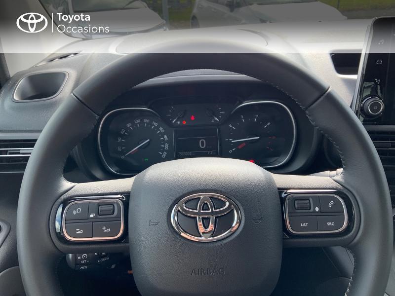 Toyota Proace Medium 1.5 100 D-4D Executive RC21 Gris occasion à Pluneret - photo n°13