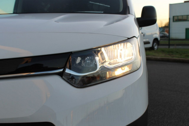 Toyota Proace MEDIUM 100 D-4D DYNAMIC Blanc occasion à Saint-Saturnin - photo n°8