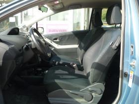 Toyota Yaris 1.3 VVT-I 87CH SOL 3P Bleu occasion à Toulouse - photo n°4