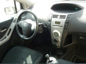Toyota Yaris 1.3 VVT-I 87CH SOL 3P Bleu occasion à Toulouse - photo n°3