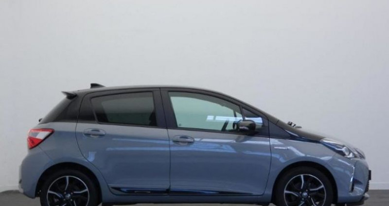 Toyota Yaris 100h Collection 5p Gris occasion à Mouilleron Le Captif - photo n°2
