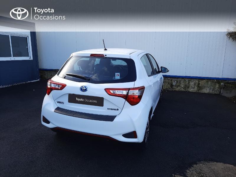 Toyota Yaris 100h Dynamic 5p RC18 Blanc occasion à Saint-Jouan-des-Guérets - photo n°2