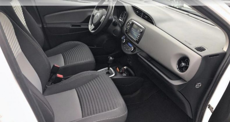 Toyota Yaris 100h France 5p Blanc occasion à Cognac Cedex - photo n°6