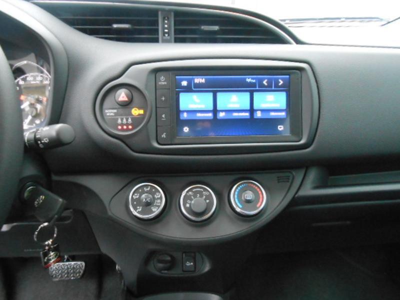 Toyota Yaris 110 VVT-i 20ème Anniversaire Noir occasion à Rodez - photo n°8