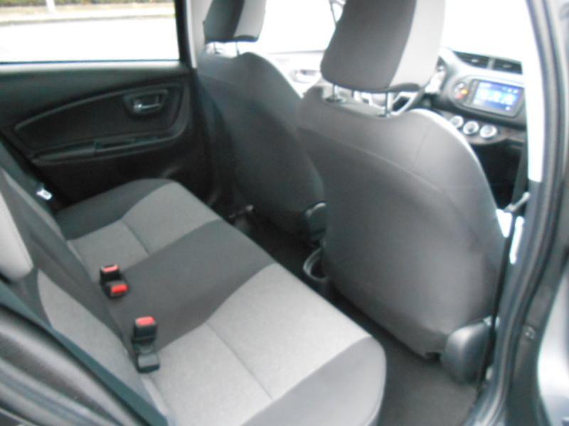 Toyota Yaris 110 VVT-i 20ème Anniversaire Noir occasion à Rodez - photo n°10