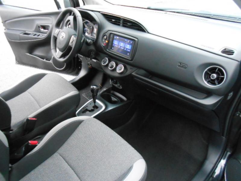 Toyota Yaris 110 VVT-i 20ème Anniversaire Noir occasion à Rodez - photo n°11