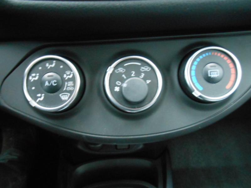 Toyota Yaris 110 VVT-i 20ème Anniversaire Noir occasion à Rodez - photo n°20