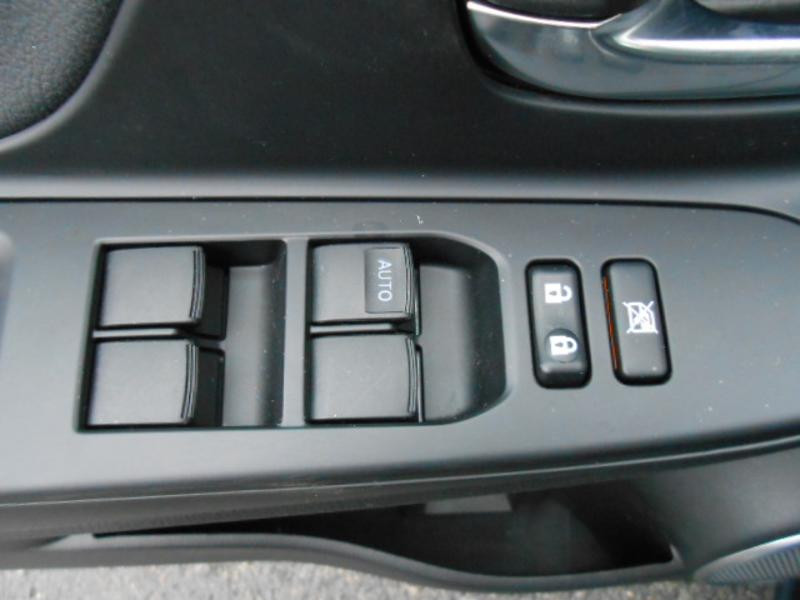 Toyota Yaris 110 VVT-i 20ème Anniversaire Noir occasion à Rodez - photo n°13