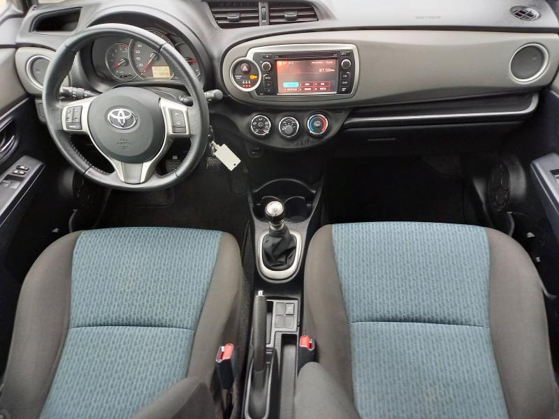 Toyota Yaris 90 D-4D Active 3p Gris occasion à Flers - photo n°8