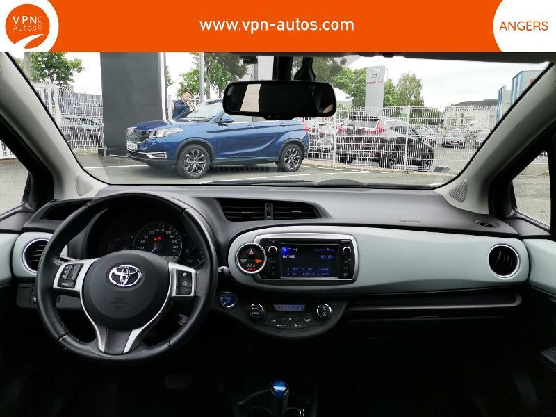 Toyota Yaris HSD 100h Graphic 5p Noir occasion à Angers - photo n°3