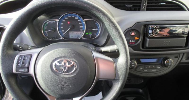 Toyota Yaris HYBRIDE 100h France Gris occasion à Saint Parres Aux Tertres - photo n°6
