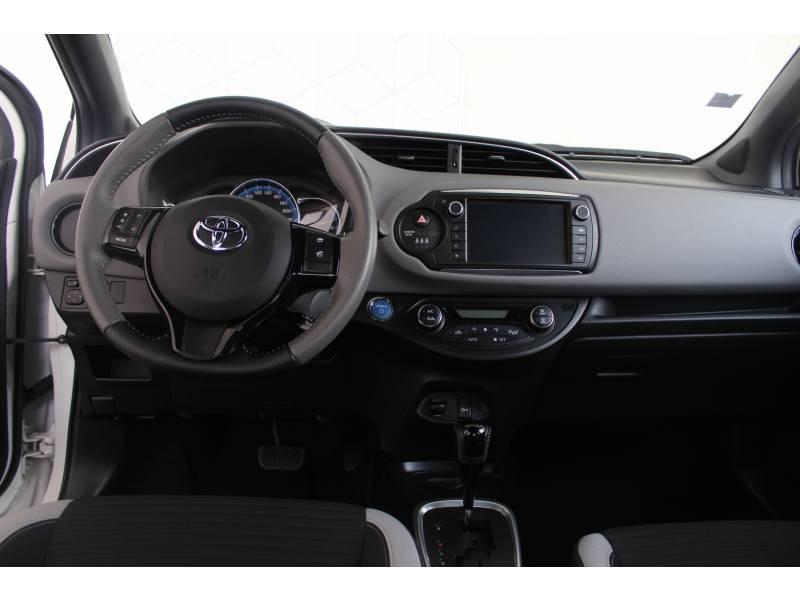 Toyota Yaris HYBRIDE LCA 2016 100h Collection Blanc occasion à Montauban - photo n°7