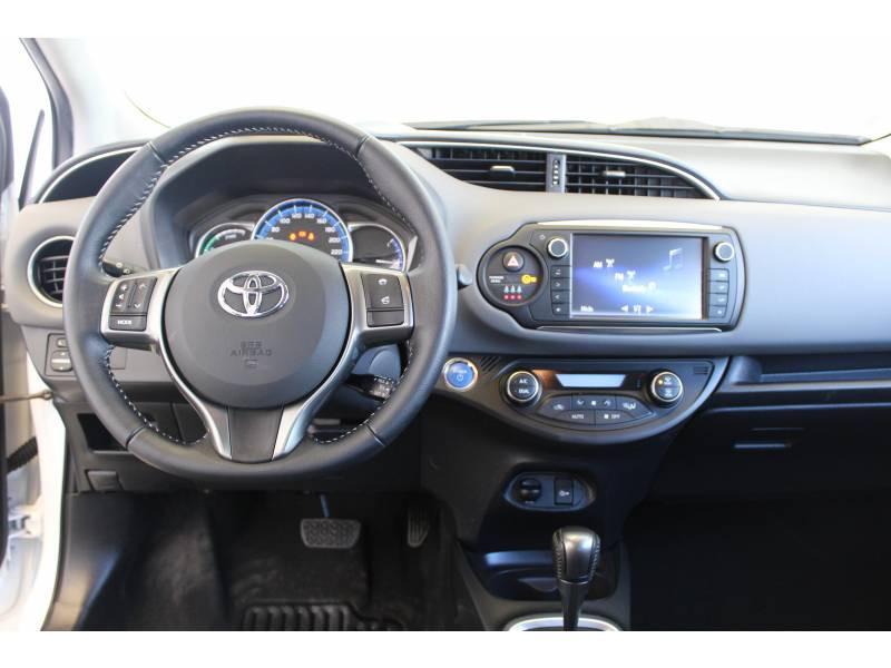 Toyota Yaris HYBRIDE LCA 2016 100h Dynamic Blanc occasion à Montauban - photo n°19