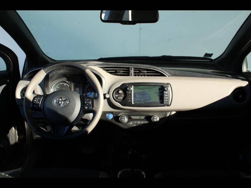 Toyota Yaris HYBRIDE MC2 100h Dynamic Gris occasion à Saint Pierre du Mont - photo n°8